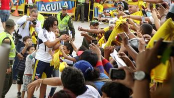'Colombian player Radamel Falcao signs autographs to attend a soccer practice session in Barranquilla October 10, 2013. Colombia will face Chile in their 2014 World Cup qualifying soccer match on Frid