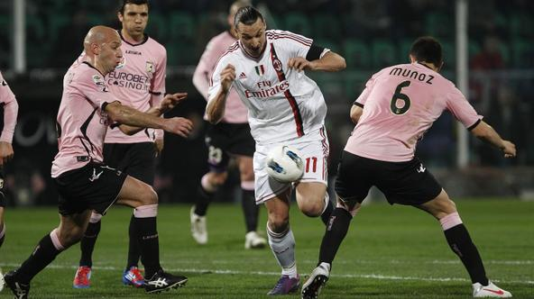 'AC Milan\'s Zlatan Ibrahimovic (C) is challenged by Palermo\'s Ezequiel Munoz and Giulio Migliaccio (L) during their Italian Serie A soccer match at the Renzo Barbera stadium in Palermo March 3, 2012
