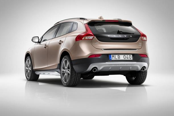 'VolvoV40Cross08_nnn_aut_140'