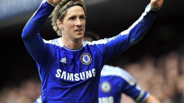 'Chelsea\'s Spanish striker Fernando Torres (R) celebrates scoring the fifth goal during their English Premier League football against Queens Park Rangers at Stamford Bridge in London, England on Apri