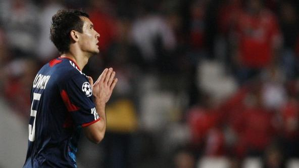 \'Olympique Lyon\'s Dejan Lovren celebrates his goal against Benfica during their Champions League Group B soccer match at Luz stadium in Lisbon November 2, 2010.   REUTERS/Hugo Correia (PORTUGAL - Ta