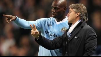 'Manchester City's Mario Balotelli (left) with manager Roberto Mancini (right) on the touchline. Photo: Press Association/Pixsell'