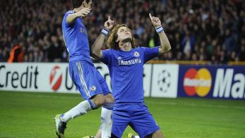 'Chelsea's David Luiz (R) celebrates with teammate Eden Hazard after scoring against FC Nordsjaelland during their Champions League Group E soccer match in Copenhagen October 2, 2012. REUTERS/Claus B