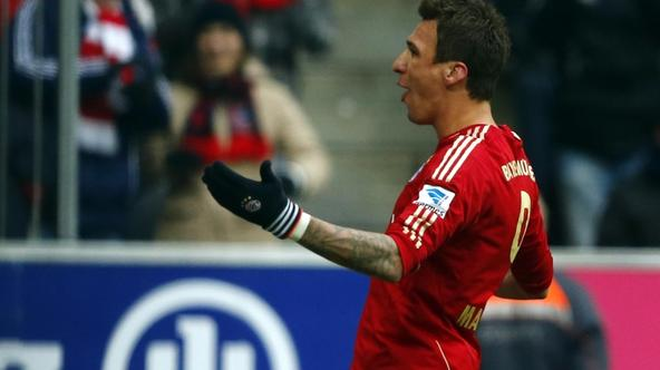 'Bayern Munich's Mario Mandzukic celebrates a goal against Greuther Fuerth during their German Bundesliga first division soccer match in Munich January 19, 2013.     REUTERS/Michael Dalder(GERMANY -