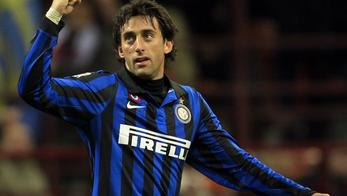 'Inter Milan\'s Diego Milito celebrates after scoring against Parma during their Serie A soccer match at San Siro stadium in Milan January 7, 2012.  REUTERS/Stefano Rellandini  (ITALY - Tags: SPORT SO